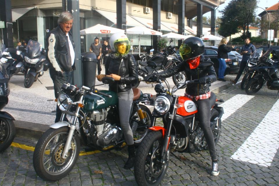viagem-para-alcobaca_foxy-ana-e-marina-com-os-bmw-motorrad-fans_foto-de-luis-xavier